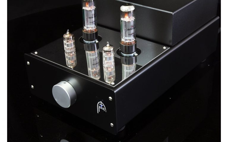 Audion Sterling EL34 stereo close up powered up.